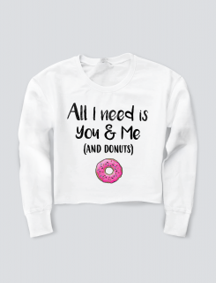 Girlie Cropped Sweat με στάμπα All i need is you & me (and donuts)