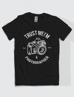 Μπλουζάκι με στάμπα Trust me I am a photographer
